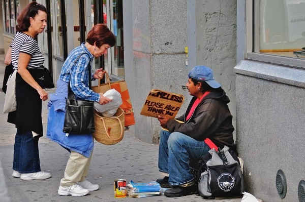 Ed Yourdon from New York City, USA — Helping the homelessUploaded by Gary Dee, CC BY-SA 2.0